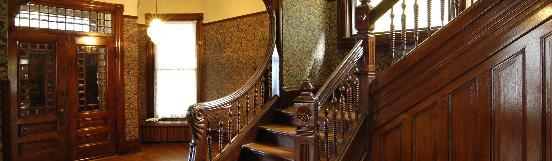 Элитные лестницы из массива дерева