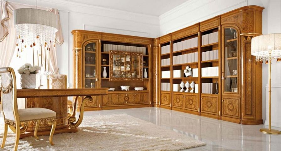 Шкаф в гостиную из массива дерева