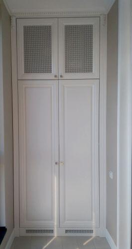 Встроенный шкаф в прихожей из МДФ с декоративной решеткой