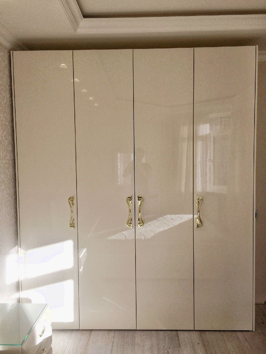 Глянцевый шкаф в гостиную из МДФ