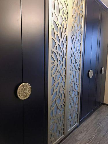 Шкаф МДФ в гостинную с декором