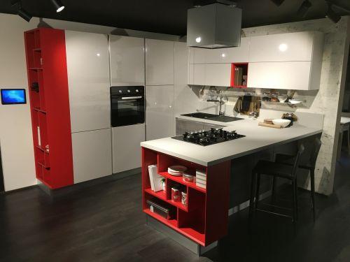 Глянцевая кухня в стиле хай-тек