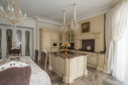 Кухня с островом в классическом стиле