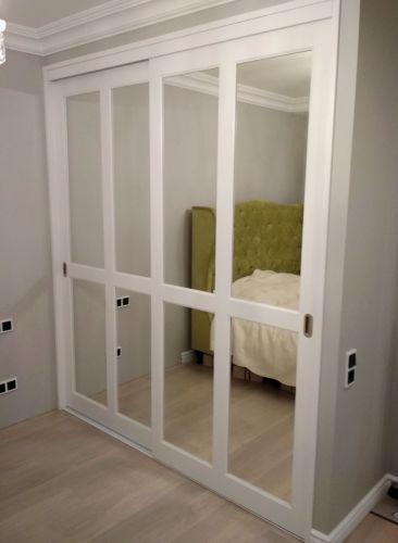 Встроенный шкаф-купе из МДФ в спальню с зеркалом