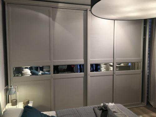 Шкаф-купе в спальню из МДФ в современном стиле