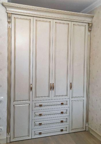 Шкаф в прихожей из массива