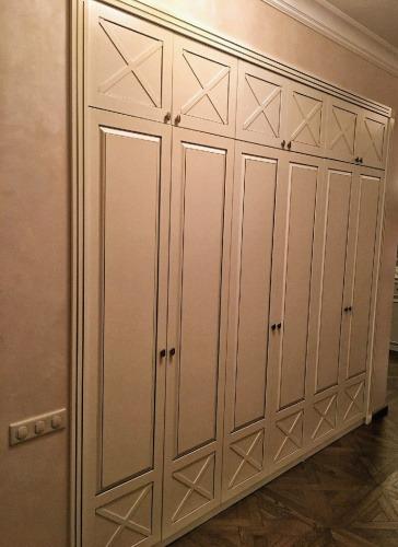 Встроенный шкаф в прихожей из МДФ