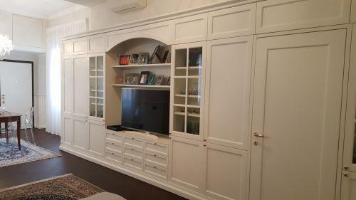 Шкаф из МДФ для гостиной комнаты