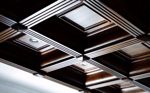 Кессонный потолок из массива 1