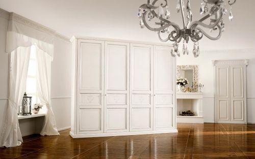 Шкаф для одежды с резными элементами из МДФ