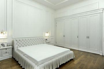 Встроенный пятистворчатый шкаф в спальню