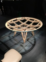Дизайнерский стол из фанеры