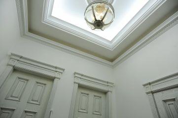 Белый кессонный потолок