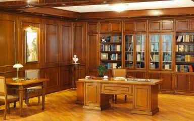 Мебель для кабинета из массива дерева с библиотекой и столом