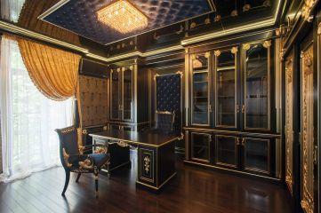 Мебель для кабинета из массива дуба чёрного цвета с золотыми вставками