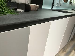 Оттенки серого в одной кухне