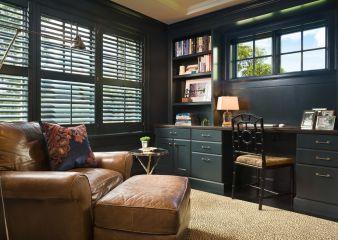 Современная мебель для кабинета из массива дерева тёмно-зелёного цвета