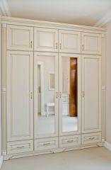 Белый шкаф в прихожую из массива дерева с зеркалами
