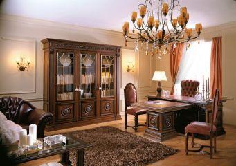 Мебель для кабинета из массива дерева со столом и шкафом со стеклянными дверцами