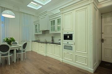 Белая кухня из массива дуба