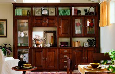 Шкаф из массива вишни в гостинную