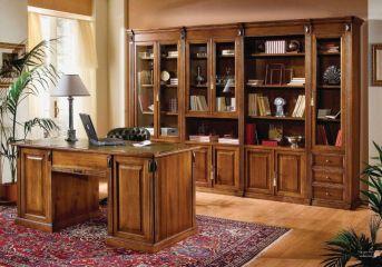 Шкаф для книг в кабинете из массива дуба